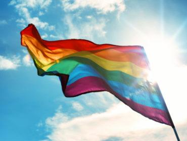 prideflag 370x280 - La modifica dei criteri di selezione dei donatori di sangue per i maschi che hanno rapporti omosessuali non ha un impatto significativo sull'incidenza di infezioni da HIV in Italia.