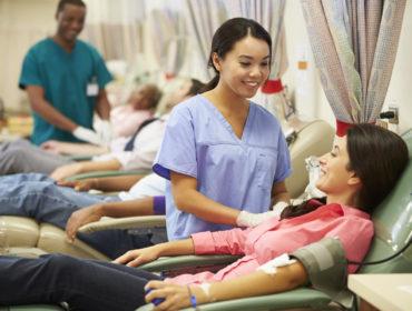 donatore di sangue Haemosafety 370x280 - Prevenzione della trasmissione del virus Zika con le trasfusioni: nuovo comunicato del CNS.