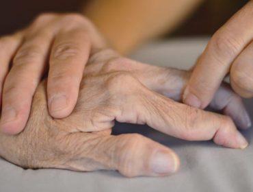 artrite 370x280 - Transmission of rheumatoid arthritis through blood transfusion: a retrospective cohort study